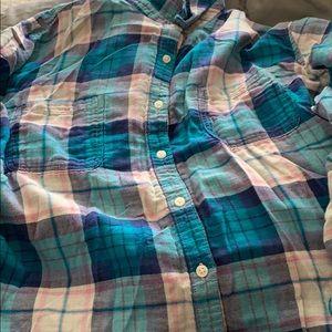 Adorable plaid shirt